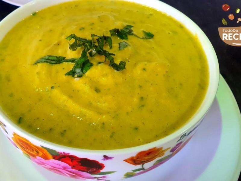 Sopa crema de zapallo con acelga y espinaca